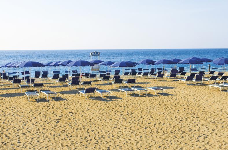 Strand van Hotel S'Alphio Garden in Giardini-Naxos, Sicilië