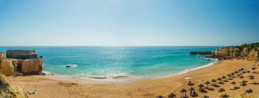 Strand van Albufeira in de Algarve, Portugal