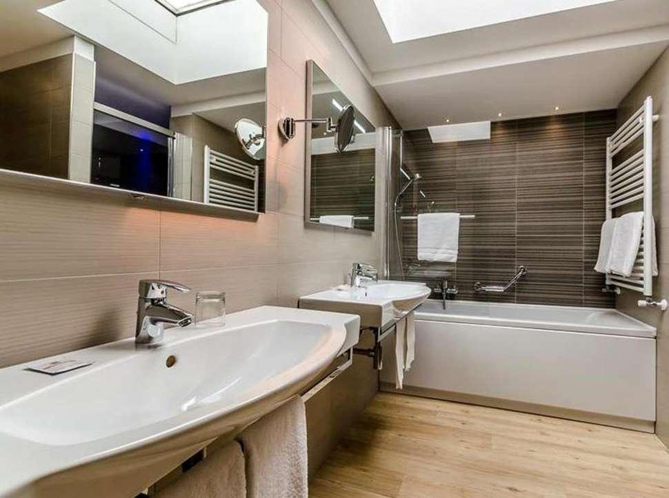 Badkamer van een Hotelkamer van Smart Hotel Holiday in Venetië, Italië