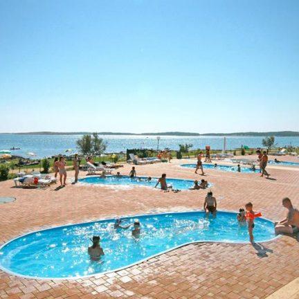 Zwembaden van Camping Kazela in Medulin, Kroatië