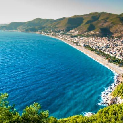 Strand van Alanya in Turkije
