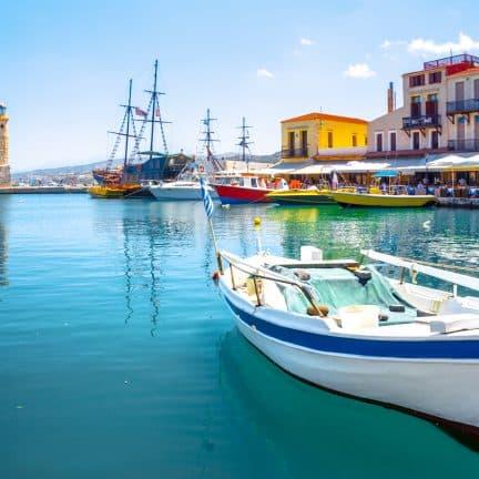 Oude venetiaanse jachthaven in Rethymnon op Kreta, Griekenland