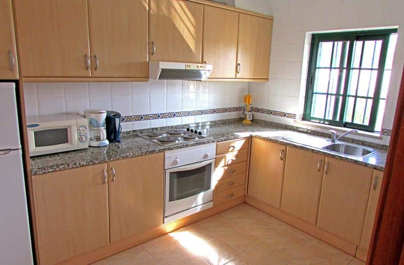 Keuken van Appartementen Casa Velha in Albufeira, Portugal