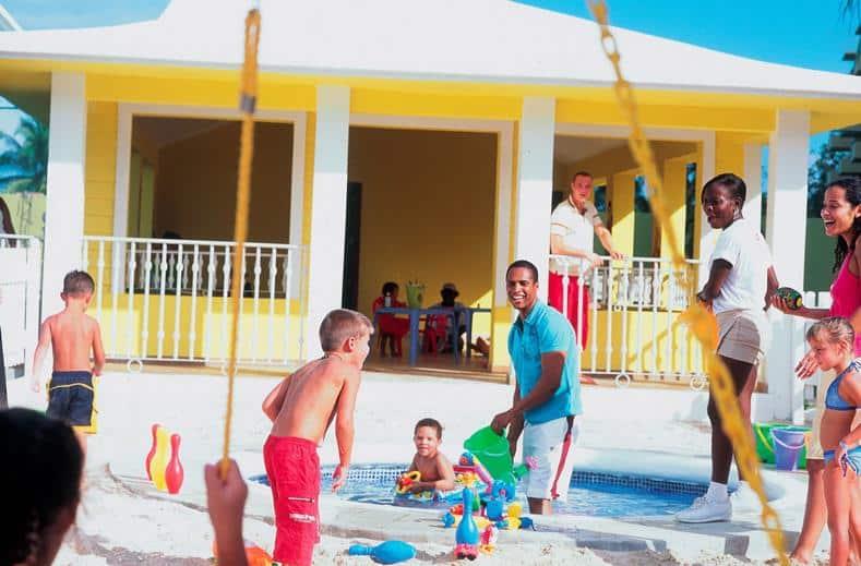 Kinderen van Clubhotel Riu Ocho Rios in Ocho Rios, Jamaica