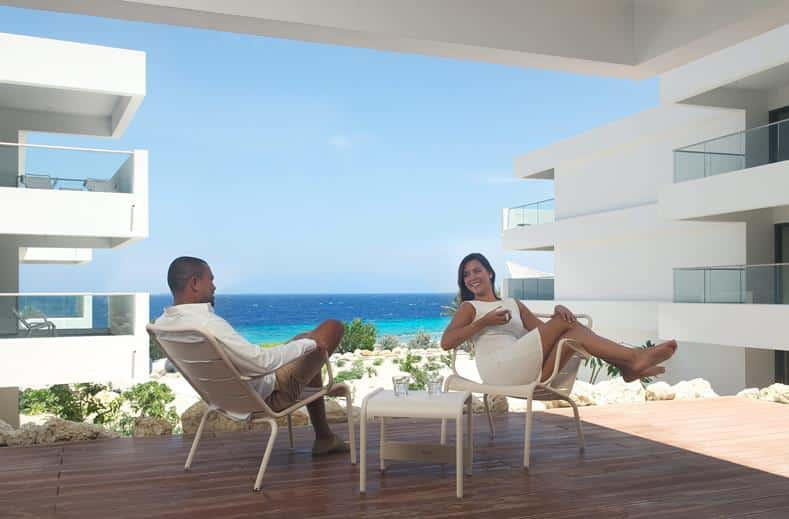 Terras van Papagayo Beach Hotel in Jan Thiel Baai, Curacao