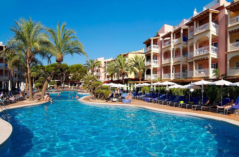 Zwembad van Zafiro Bahia in Playa de Muro, Mallorca