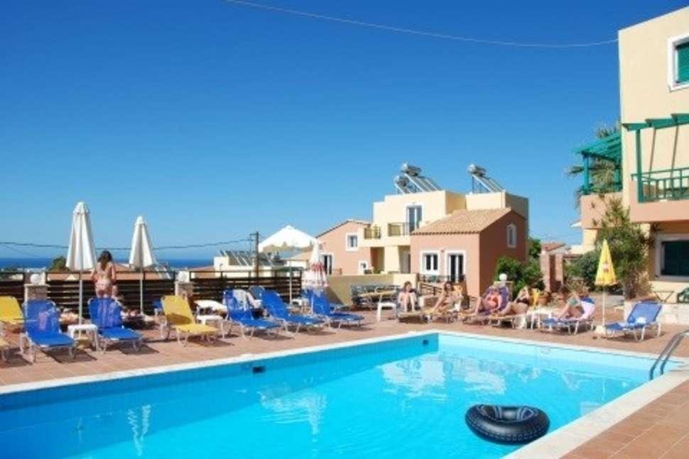 Zwembad van Appartementen Golden Valentin in Chersonissos, Kreta