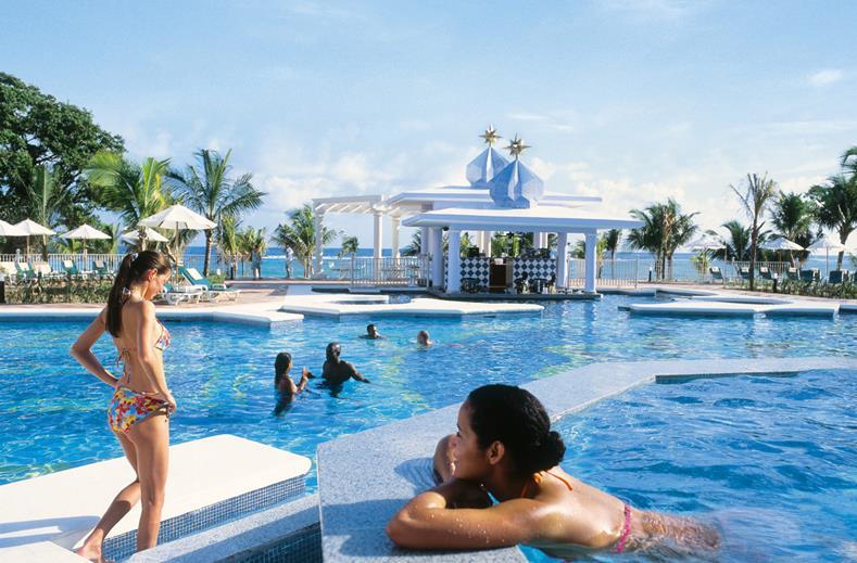 Zwembad van Clubhotel Riu Ocho Rios in Ocho Rios, Jamaica