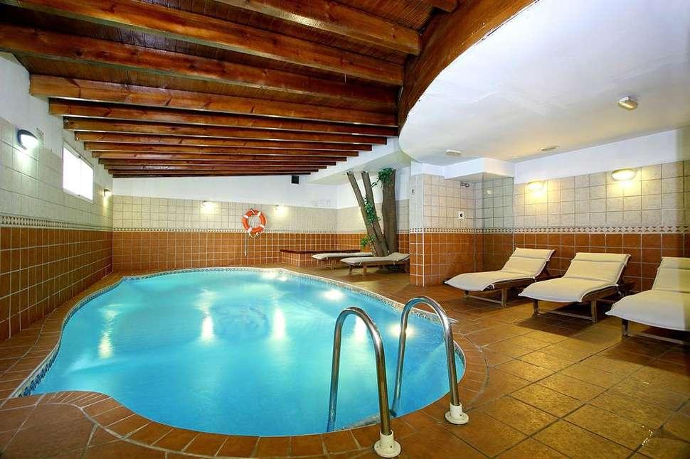 Zwembad in Hotel Casual Valencia de las Artes in Valencia, Spanje