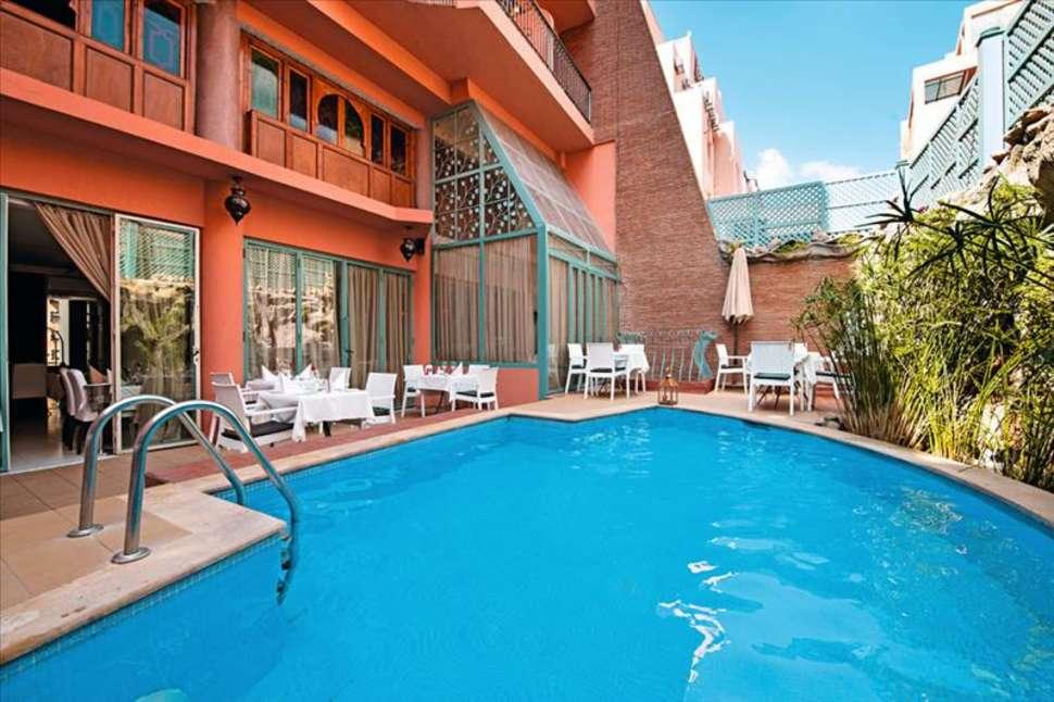 Zwembad van Hotel le Caspien in Marrakech, Marokko
