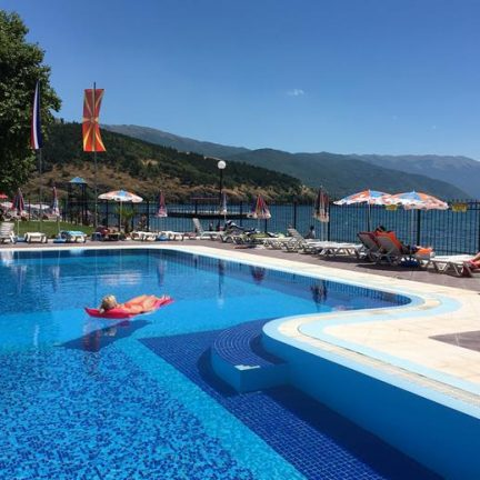 Zwembad van Hotel Mizo in Ohrid, Macedonië