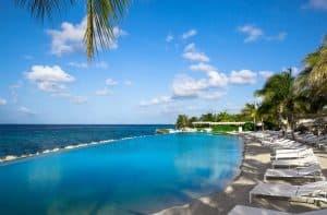 Papagayo Beach Hotel in Jan Thiel Baai, Curacao