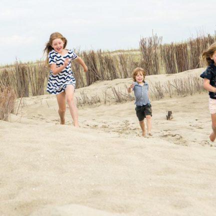 Spelen in de duinen van Schoorl, Noord-Holland