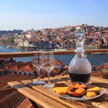 Port wijn met uitzicht over Porto, portugal
