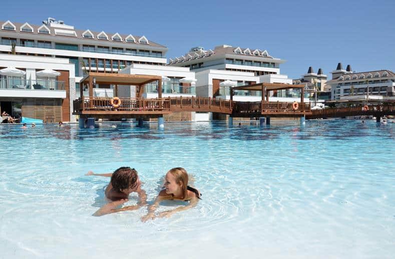 Zwembad van Tui Sensimar Belek in Antalya, Turkije