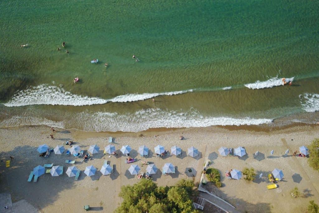 Strand van Samian Mare Hotel Suites & Spa in Karlovassi, Samos