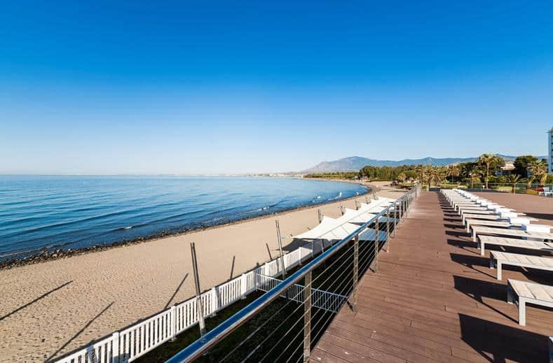 Strand van SPLASHWORLD Playa Estepona in Estepona, Spanje