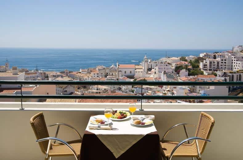 Uitzicht tijdens het ontbijt van Cerro Mar Garden in Albufeira, Portugal
