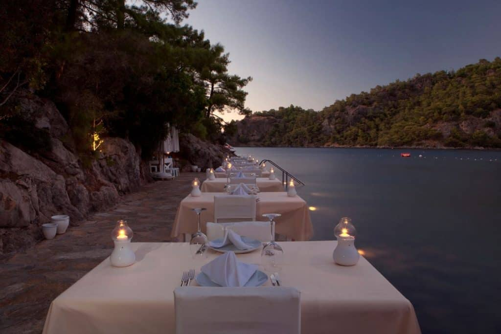 Diner van Hillside Beach Club in Fethiye, Turkije