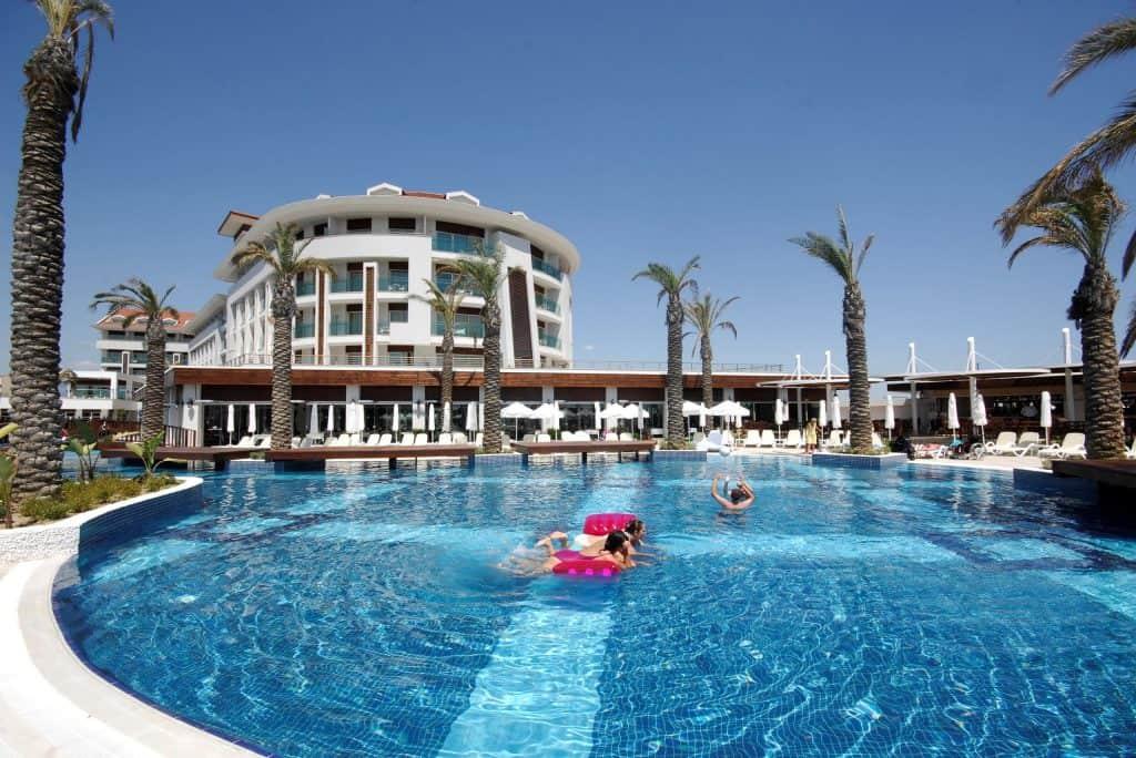 Zwembad van Evren Beach Resort in Side, Turkije