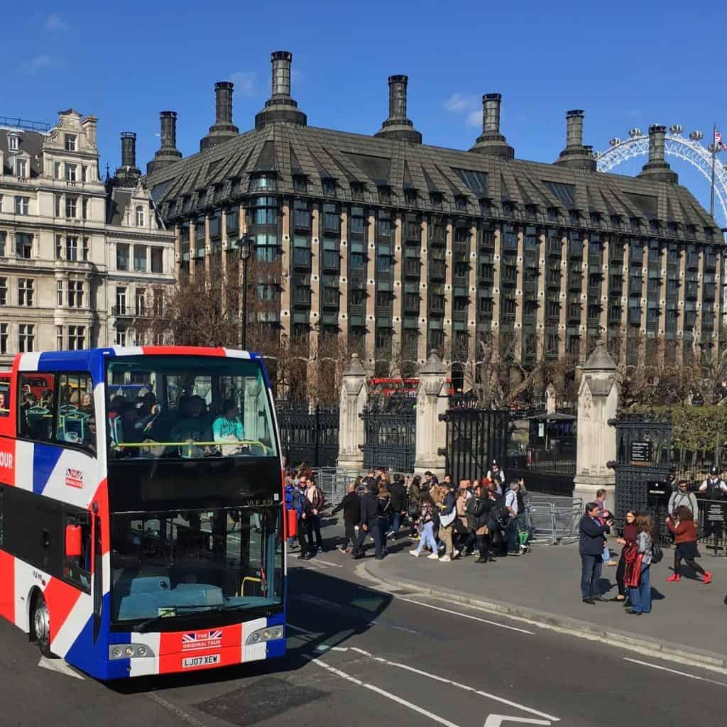Een hop-on-hop-off bus in Londen, Engeland
