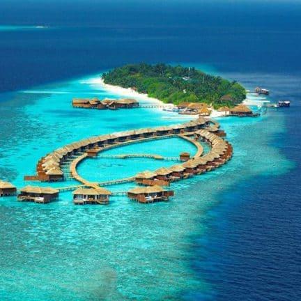 Lily Beach Resort en Spa in Zuid-Ari Atol, Malediven