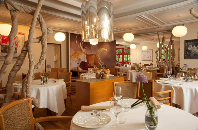 Restaurant van Hotel Le Manoir Du Lys in Bagnoles-De-L'Orne, Frankrijk