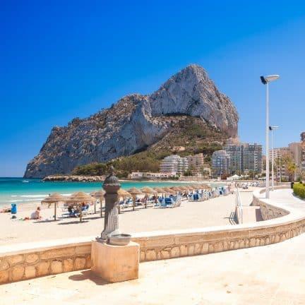 Strand van Calpe in Spanje