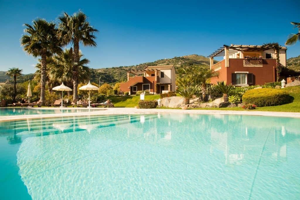 Zwembad van Alcantara Resort in Giardini Naxos, Sicilië
