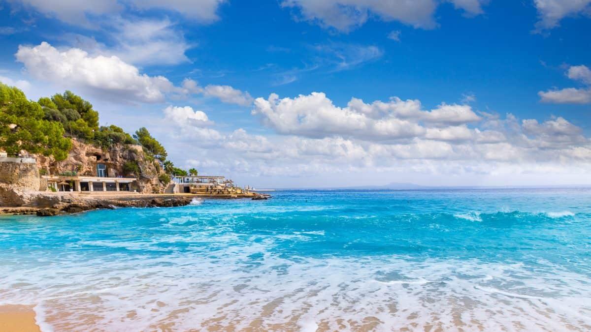 Uitzicht op zee in Playa de Illetas op Mallorca