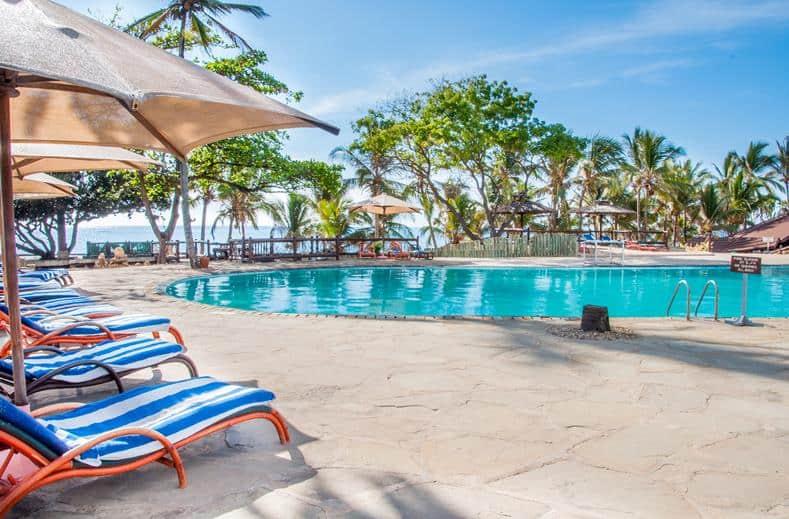 Zwembad van Amani Tiwi Beach Resort in Mombasa, Kenia