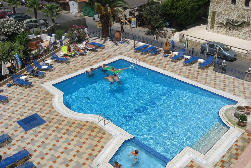 Zwembad van Appartementen Villa Myrto in Chersonissos, Kreta