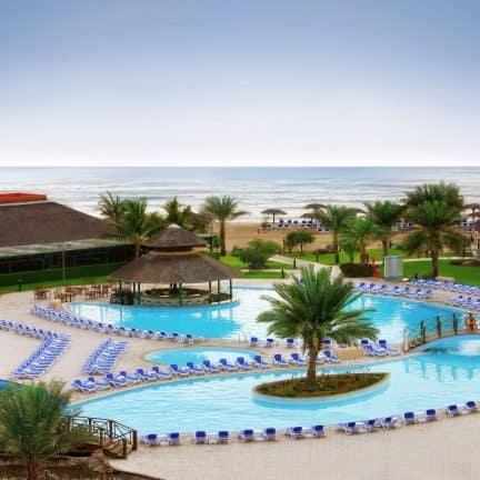 Zwembad Fujairah Rotana Resort en Spa in Al Agah, Fujairah