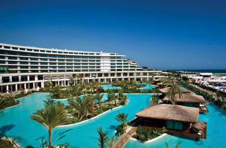 Zwembad van Maxx Royal Belek Golf Resort in Belek, Turkije