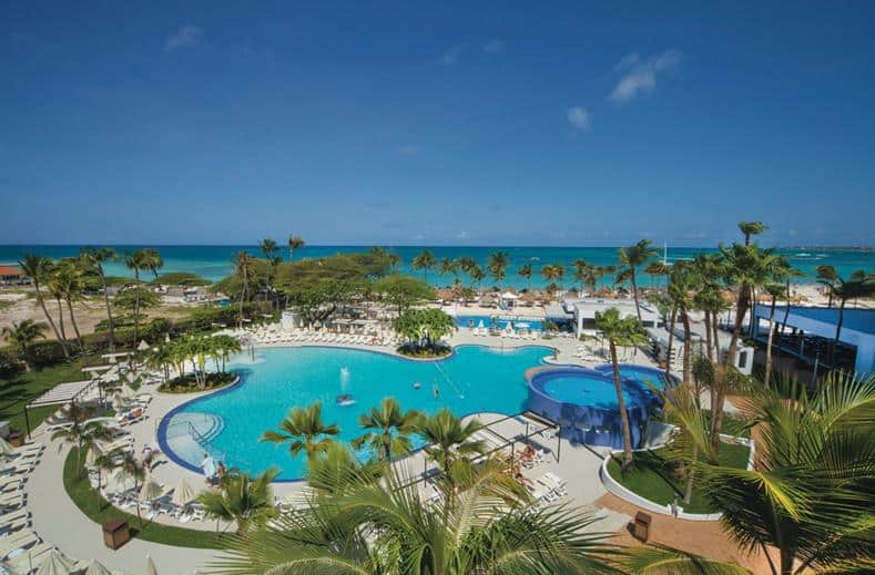 Zwembad van RIU Palace Antillas in Palm Beach, Aruba