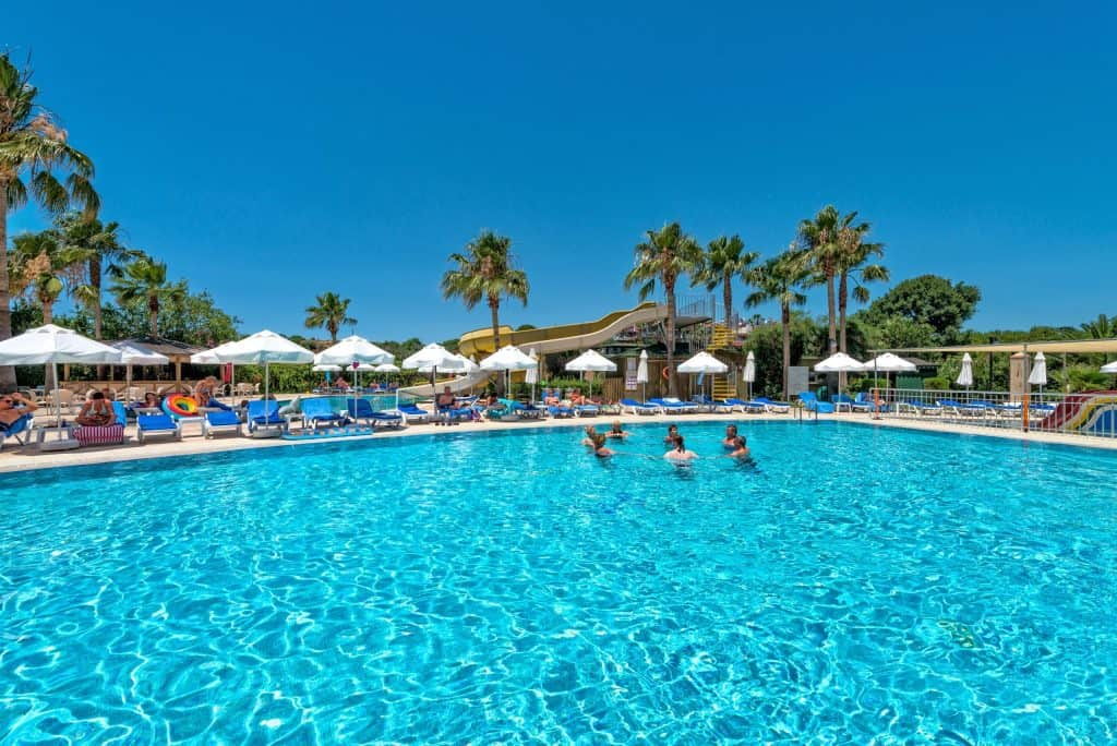 Zwembad van Royal Atlantis Beach in Side, Turkije