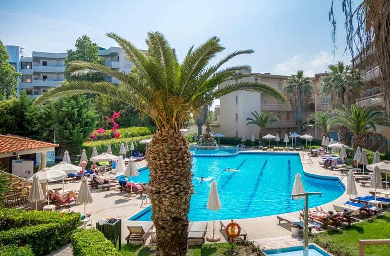 Zwembad van Sun Beach Resort in Trianta, Rhodos
