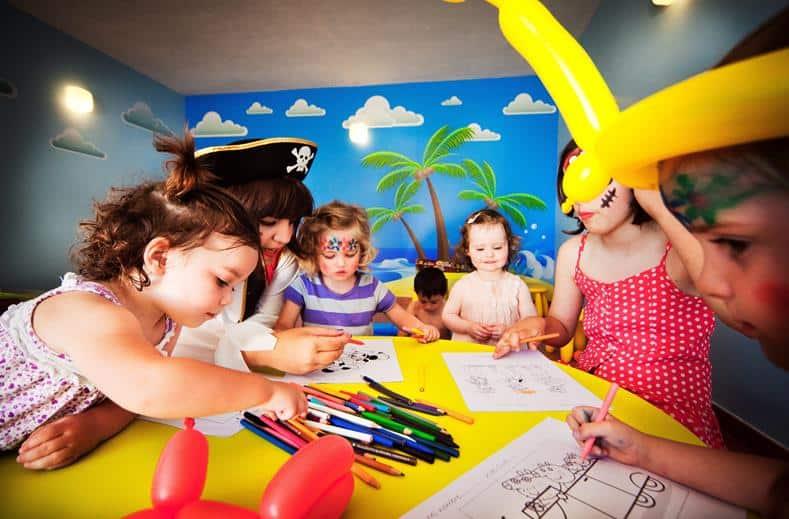 Kinderen van Colina del Paraiso by checkin in Benahavis, Spanje