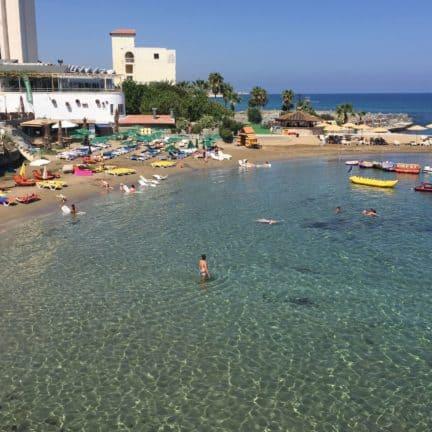 Strand van Hotel Manolya in Kyrenia, Cyprus