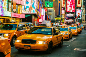 Taxi's op 7th Avenue op Times Square, New York, Verenigde Staten