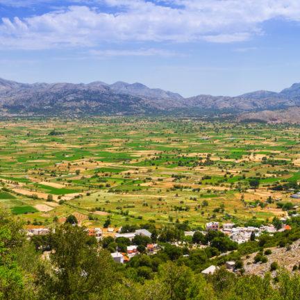 Uitzicht over de Lassithi-hoogvlakte op Kreta, Griekenland