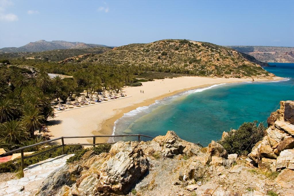 Uitzicht over het palmbos en het strand van Vai op Kreta, Griekenland