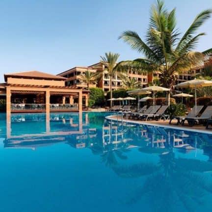 Zwembad van H10 Costa Adeje Palace in Costa Adeje, Tenerife