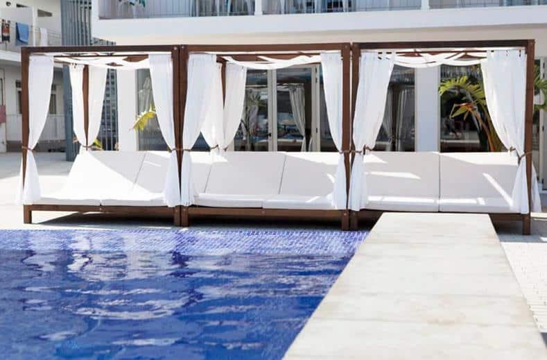 Zwembad van Hotel Puchet in San Antonio, Ibiza