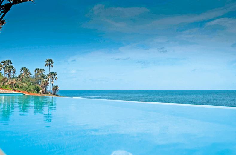 Zwembad van Nagala Lodge in Bakau, Gambia