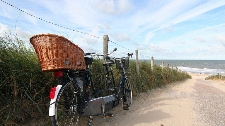Fiets bij het strand van Terschelling