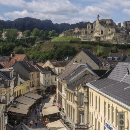 Uitzicht op de ruïne van een kasteel in Valkenburg, Limburg
