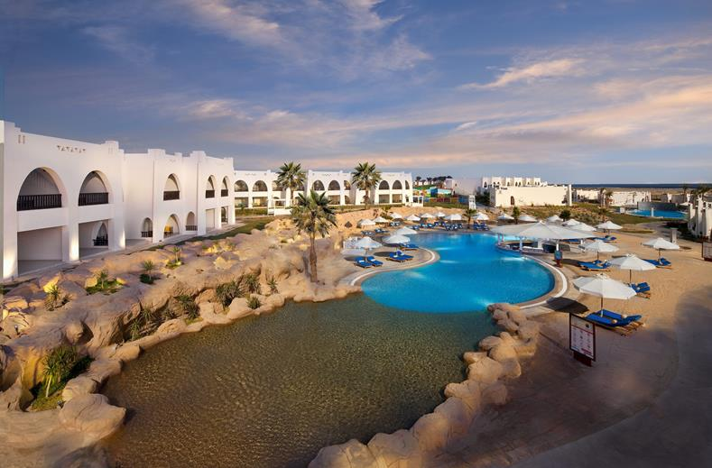 Zwembad van Hilton Marsa Alam Nubian Resort in Marsa Alam, Egypte