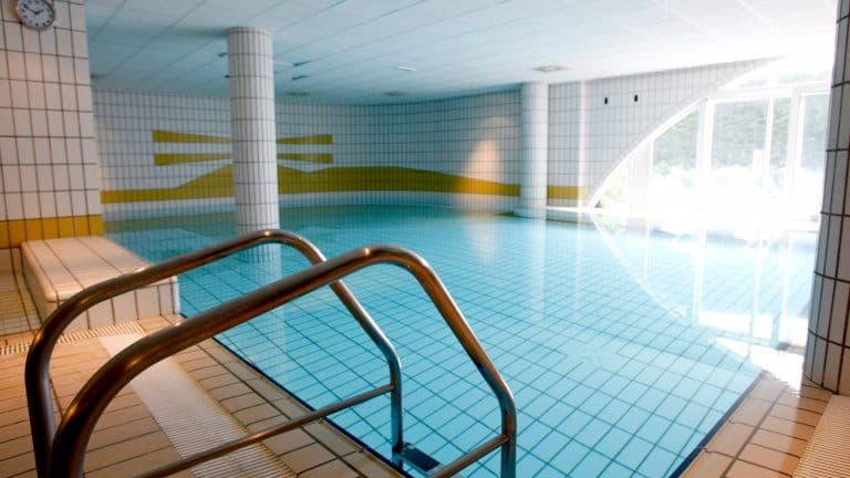 Zwembad van WestCord Hotel Schylge in West-Terschelling, Terschelling