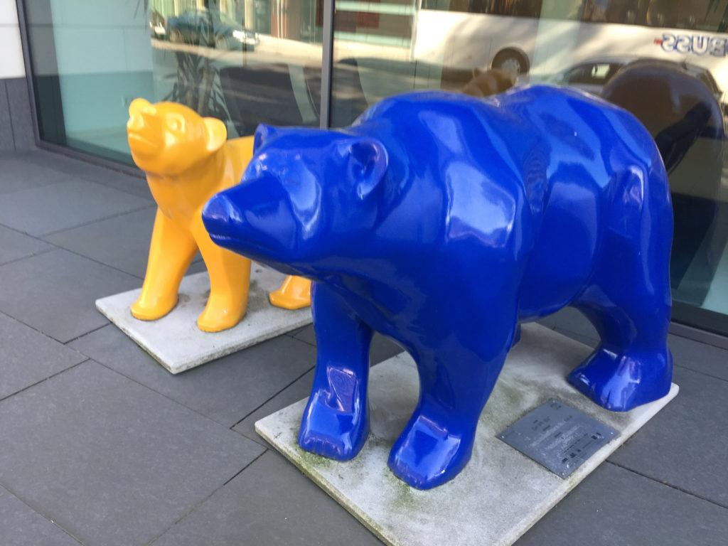 Geel en blauwe Buddy Bears in Berlijn, Duitsland